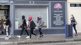 Hygienemasken sind im Strassenbild von Saint-Louis präsenter als etwa in Basel.
