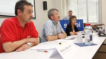 Vertreter der Belegschaft stellen ihre Idee an einer Medienkonferenz in der Papieri Biberist vor
