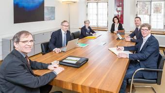 Die Stadtregierung ist seit März 2018 vollzählig (v. l.): Vizeammann Leo Geissmann (CVP), Stadtrat Willi Däpp (SP), Stadtschreiber Yvonne Brescianini (inzwischen pensioniert), Stadtammann Barbara Horlacher (Grüne), Stadtrat Reto Wettstein (FDP) und Stadtrat Jürg Baur (CVP).