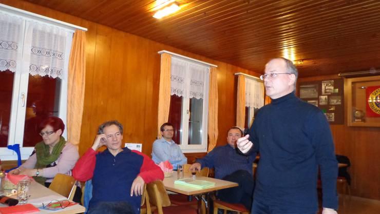 Max Chopard-Acklin berichtet aus der Wintersession des Nationalrates in der Naturfreundehütte auf der Gisliflue
