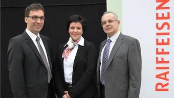 Die neue Geschäftsleitung der Raiffeisen Bank: André Bachmann (bisher), Claudia Neeser (neu) und Jesus Lorente (bisher) (vlnr).