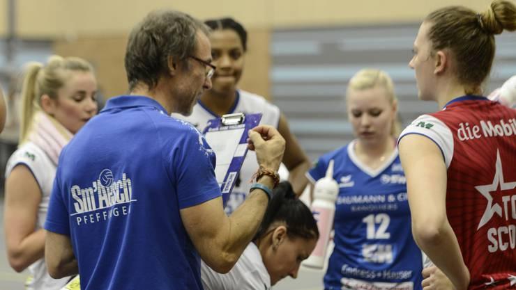 Sm'Aesch-Trainer Andreas Vollmer in seinem Element. Jetzt will er mit seinem Team das grosse Volero stürzen.