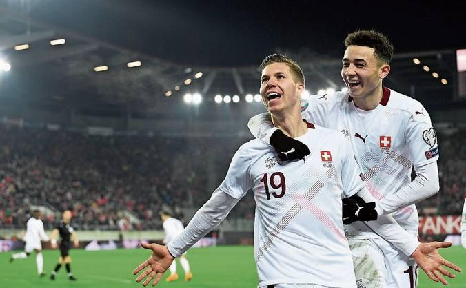 Fussball-EM  12. Juni bis 12. Juli In elf europäischen und einer asiatischen Stadt wird gespielt, die Schweiz in Rom und Baku.