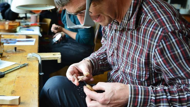 In der Geigenbau-Werkstatt.