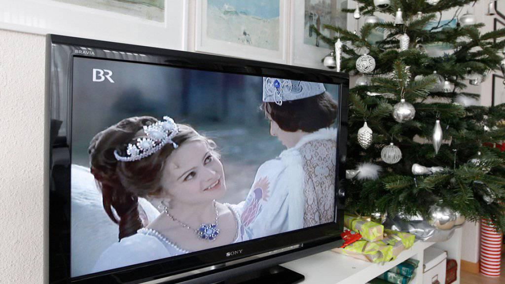 """Im Weihnachtsklassiker """"Drei Haselnüsse für Aschenbrödel"""" spielt er Jahr für Jahr den jungen Prinzen (r). Mittlerweile ist Pavel Travnicek 64 und zum vierten Mal verheiratet (Archiv)."""