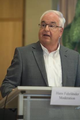 Moderator Hans Fahrländer