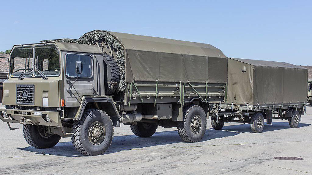 Dieser Lastwagen hat bald ausgedient: Ein Saurer 6DM der Schweizer Armee. (Archiv)