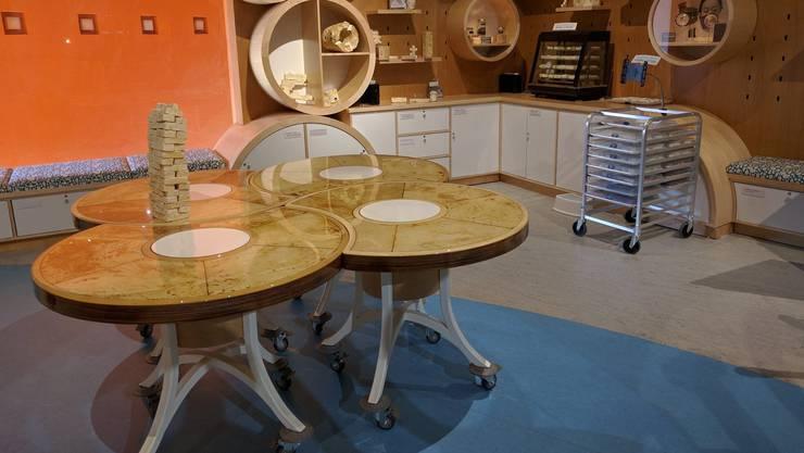 Aus Mycelium stellt die Firma Mycoworks Tische, Stühle und Kinderspielsteine her.