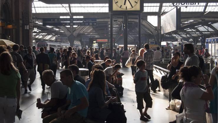 Der Zürcher Hauptbahnhof soll rauchfrei werden (Symbolbild).