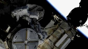 An der Raumstation ISS wurden laut der Nasa am Freitag sechs Stunden lang wichtige Aussenarbeiten durchgeführt.