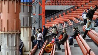 Sinnbild eines Streites: Massive Stahlträger stützten 2010 das Dach, als sich Stadt und Implenia öffentlich über die Existenz von Baumängeln stritten. Keystone (Archivbild)