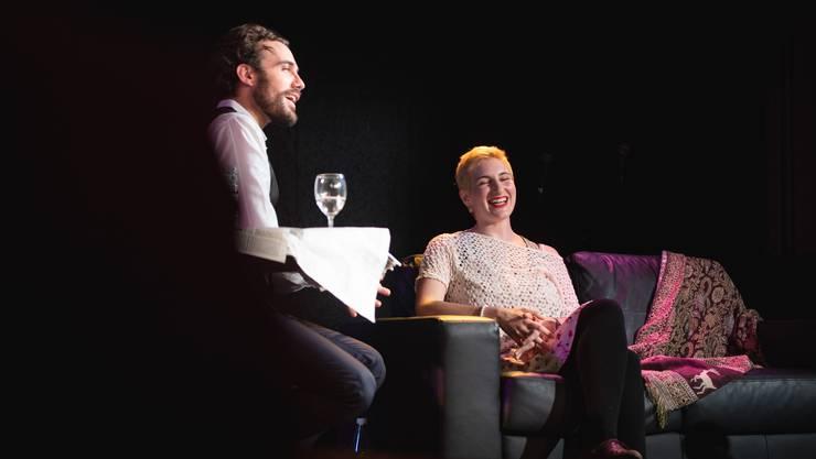 Matthias Schoch talkt mit Gast Anna Rosenwasser.