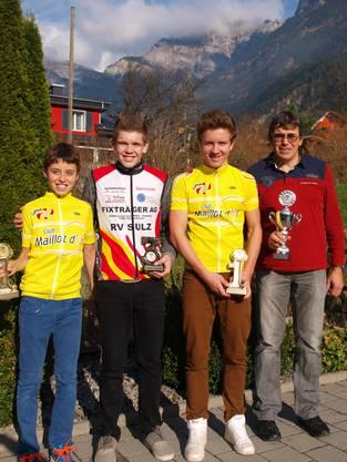 Der Klingnauer Jan Christen (Sieger U13) mit den Sulzern Fabian Weiss, Dominik Weiss und Leiter Felix Obrist (v.l.n.r.)