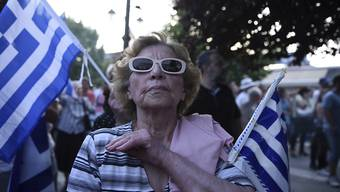"""""""Mazedonien ist griechisch"""": Wie im nordgriechischen Pella gingen landesweit Tausende Griechen im Namensstreit mit Mazedonien auf die Strasse."""