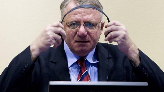 Vojislav Seselj während der Gerichtsverhandlung