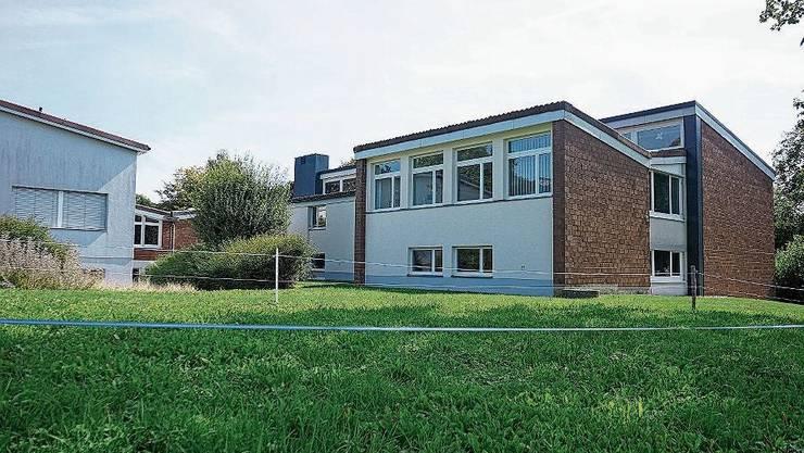Das Schulhaus soll einen Anbau erhalten.