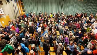 Die CVP fordert, dass Gemeinden freiwilliges Engagement fördern, indem sie zum Beispiel Vereine in die Gestaltung des Gemeindelebens einbinden. Im Bild eine Gemeindeversammlung von Vals GR. (Symbolbild)