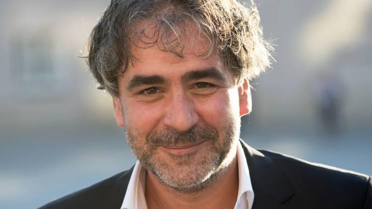 Deniz Yücel, deutsch-türkischer Journalist, lächelt vor der Verleihung des M100 Media Award 2018. Yücel wird für seine mutige und unerschrockene Arbeit geehrt.
