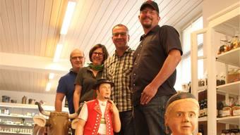 In der Chäsi Muri ist Alpaufzug: Die vier Verwaltungsratsmitglieder Andy Kreuzer, Désirée Frei (Geschäftsführerin), Thomas Strebel und Markus Dürrenmatt (von links) sind glücklich mit dem neuen Konzept.