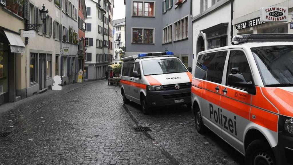 Polterabend in Zürich von Vermummten angegriffen - drei Verletzte