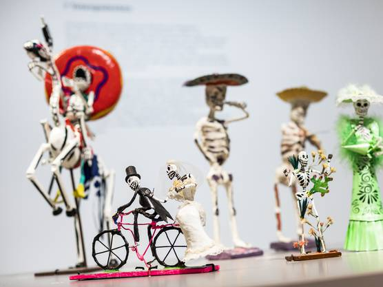 Tod geht auch lustig – zumindest für die Lebenden: Reiter und Mariachi aus Mexiko.