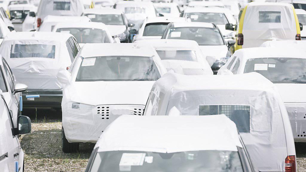 2018 wurden 395'400 motorisierte Strassenfahrzeuge neu in Verkehr gesetzt. Das sind 17'400 respektive 4,2 Prozent weniger als im Vorjahr. Der Gesamtbestand an Motorfahrzeugen ist trotzdem um 1 Prozent gestiegen. (Archivbild)