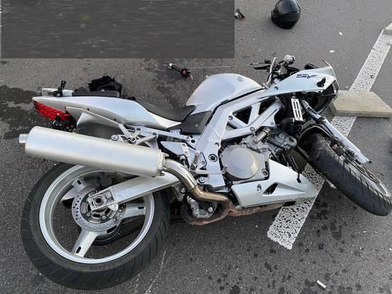 Ein 54-jähriger Motorradfahrer wurde schwer verletzt.