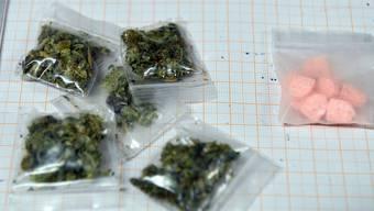 Der Mann wurde mit Marihuana in Grenzach erwischt. zudem hatte er Kokain und Amphetamin im Blut. (Symbolbild)