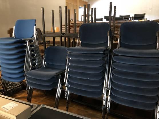 Die Stühle der Reihe 1