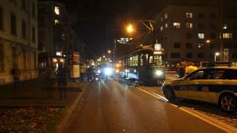 Der verletzte Mofafahrer wurde ins Spital gebracht.