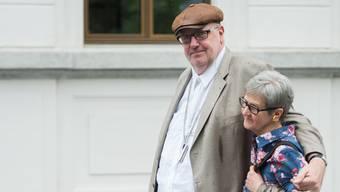 Der mutmassliche Millionenbetrüger Dieter Behring vor Prozessbeginn in Bellinzona
