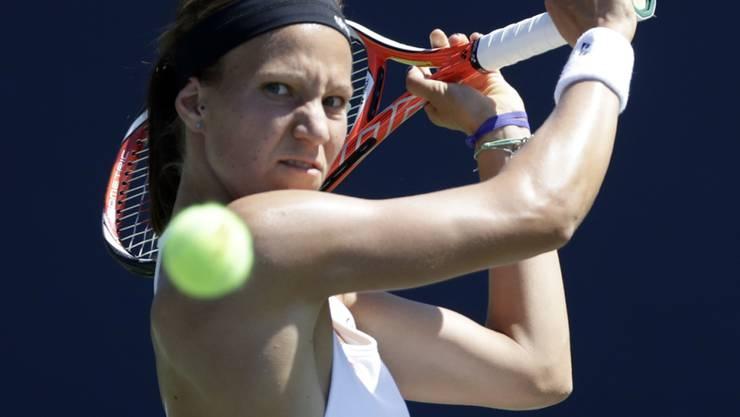 Viktorija Golubic fokussiert sich auf den Ball