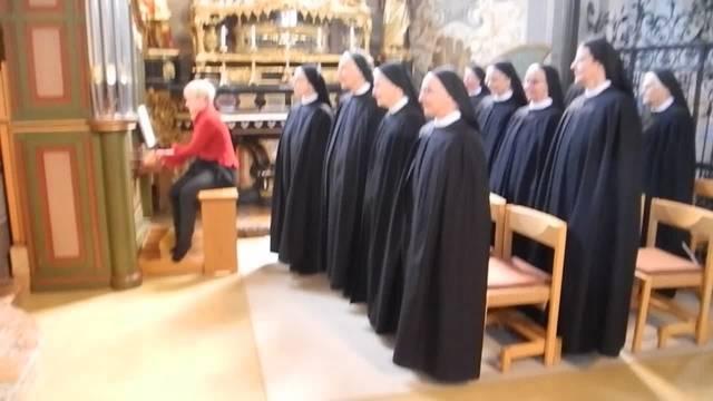 Schwestern des Klosters Fahr singen das Gebet von Bruder Klaus