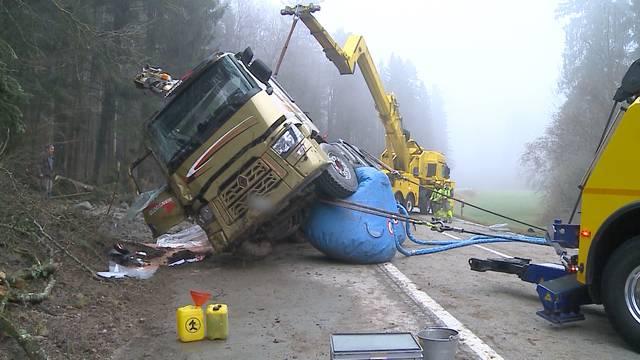 LKW-Selbstunfall in Hermetschwil
