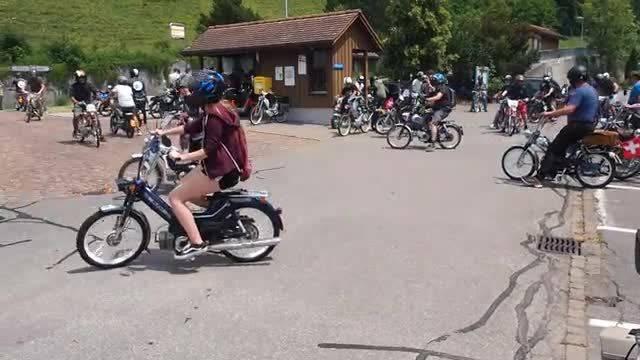An der 3. Aargauer Töffli-Tour knattern die Zweitakter