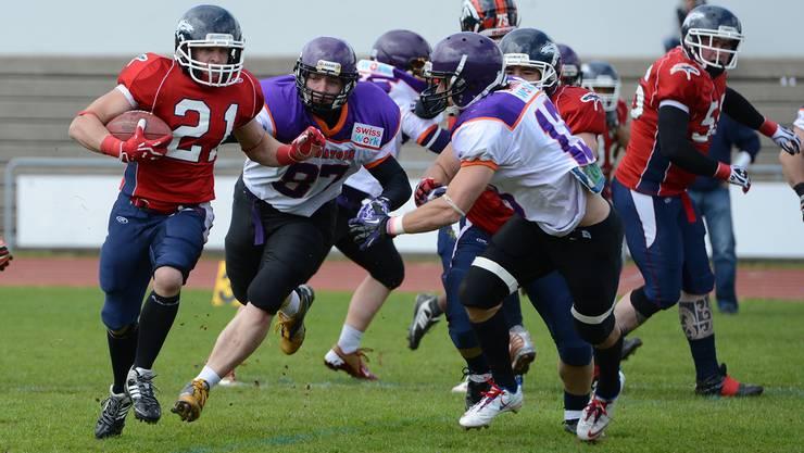 Halten mit den Top-Teams mit: Die Gladiators (in Violett) im Heimspiel gegen die Calanda Broncos.