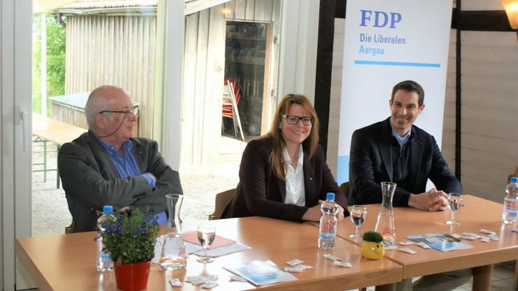 Gesprächsleiter Roy Oppenheim (l) mit Claudia Hauser und Thierry Burkart