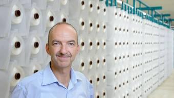 Die Ziele freiwillig erfüllt hat CEO René Lenzin mit der modernen Bandweberei in Küttigen.