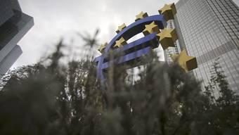 Ein Euro-Symbol vor der Europäischen Zentralbank. Laut dem neuen Banken-Stresstest sind die europäischen Grossbanken einigermassen gerüstet für neue Krisen. (Archiv)