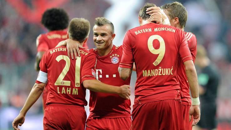 Philipp Lahm, Xherdan Shaqiri, Mario Mandzukic und Bastian Schweinsteiger bejjubeln das 2:0 durch Mandzukic.