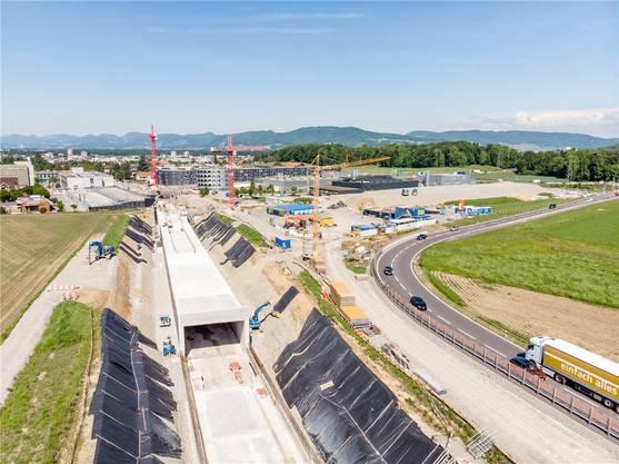 Ein Blick auf das Ostportal des Tagbau-Tunnels, der zu zwei Dritteln fertig ist.