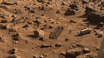 Hier landete Viking 2 im Jahr 1976 auf dem Mars und nahm Bodenproben: Gibt es Leben in dieser kleiner Baggerspur (Bildmitte)?