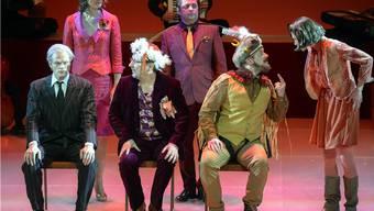 Es bleibt der schale Nachgeschmack, dass dieser Theaterabend nicht mehr als die geistige Fingerübung eines Regie-Altmeisters ist. Das Publikum wird Werner Düggelin damit nicht um den Finger wickeln.