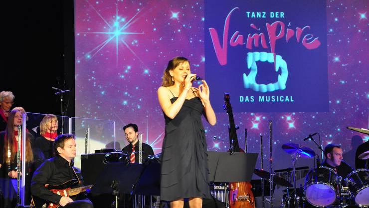 Eine bei Anja Haeseli zu Beginn noch spürbare Zurückhaltung löste sich schnell in pure Gesangsfreude auf.