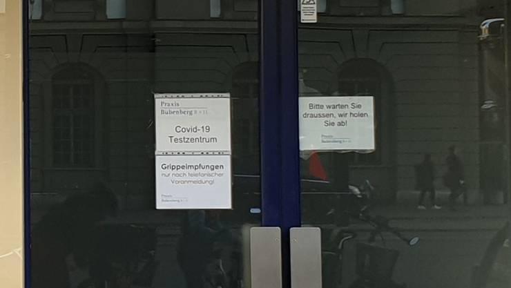 Sinnbild für die von Corona gebeutelte Kulturbranche. Das in Bern schon seit längerem geschlossenes Stadtkino Gotthard dient nun als Corona-Testcenter (Eingang rechts).
