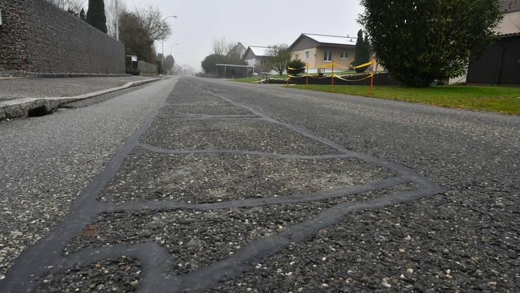 Die Bielackerstrasse und die darunterliegenden Leitungen werden für knapp 1,39 Mio. Franken saniert.