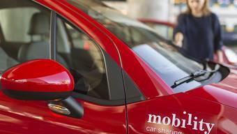 Neu unter den Fittichen von Migros-Manager Patrick Marti: Die roten Leihautos des Carsharing-Anbieters Mobility. (Archiv)