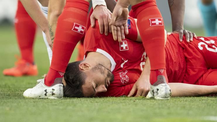 Fabian Schär ging in der ersten Halbzeit nach einem Zusammenstoss kurz K.o. und leitete später beide Treffer ein