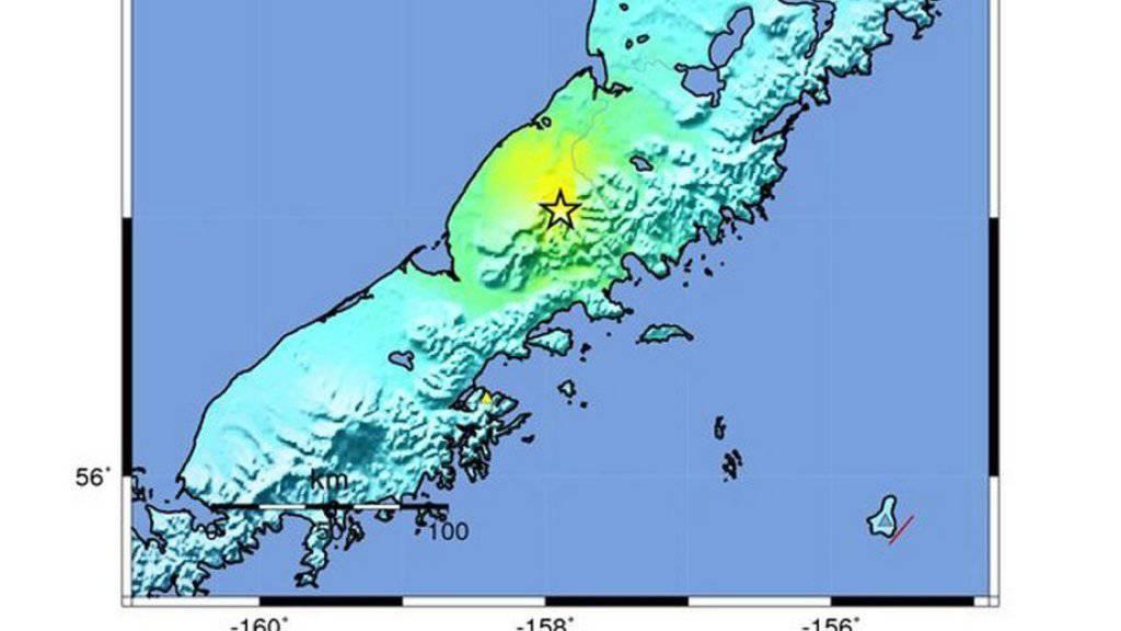 Laut der US-Erdbebenwarte USGS ereignete sich das Beben in einer dünn besiedelten Region rund 650 Kilometer südwestlich von Anchorage.