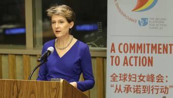 Bundespräsidentin Simonetta Sommaruga fordert bei der UNO mehr Tempo bei der Umsetzung der Gleichstellung der Geschlechter.